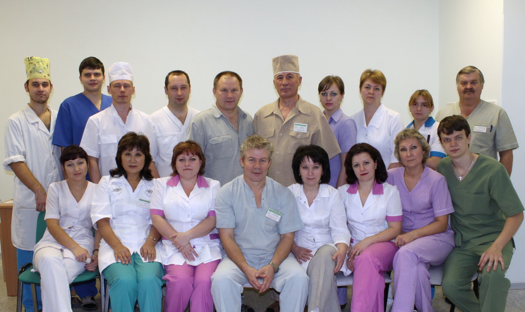 Хирургическое отделение рассчитано на 60 коек.  Ежегодно в отделении проходят лечение около 2 тысяч больных.